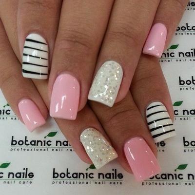 uñas a 3 colores rosa y blanco