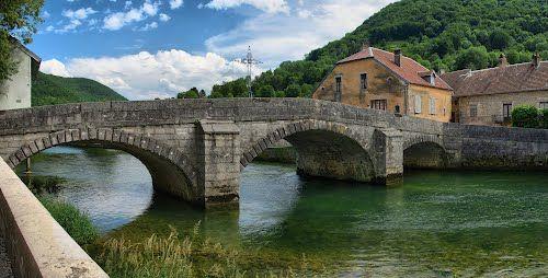 Vuillafans : le vieux pont sur la Loue
