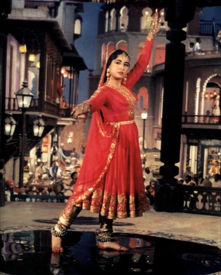 Scene from Pakeezah (1972).  Directed by Kamal Amrohi. Staring Meena Kumari , Raaj Kumar , Ketaki Thigale http://www.lisaeldridge.com/video/25895/100-years-of-bollywood-modern-day-devdas-inspired-makeup-look/ #Makeup #Beauty #Bollywood