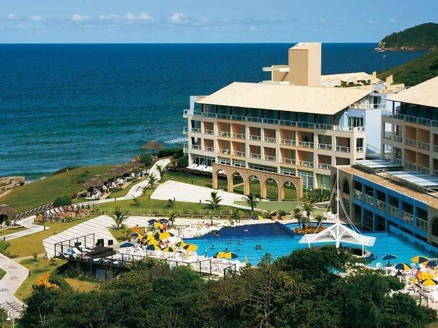 Localizado em Florianópolis, o resort Costão do Santinho é cercado pela mata atlântica, dunas e costões
