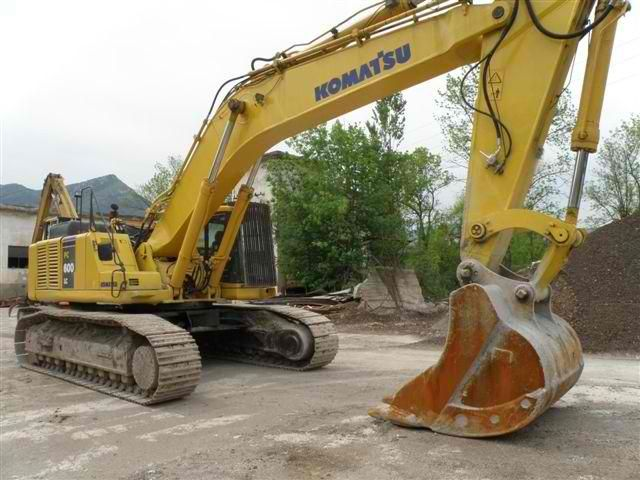 Baurent sells Excavator Komatsu PC600-LC Second Hand. Manufacture year: 2003. Working hours: 8657. Excellent running condition. Ask us for price. Reference Number: AC3653. Baurent Romania.