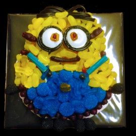 Despicable Me Minion Sweet Cake