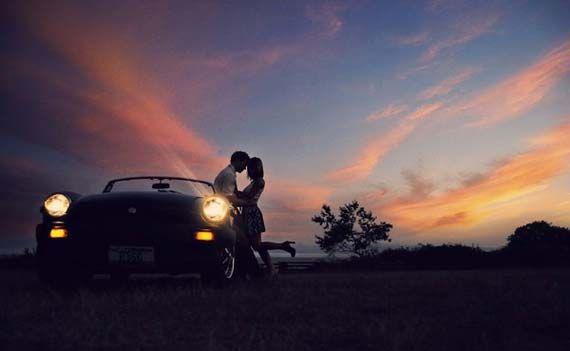 http://goeswedding.com/photos/Awesome-Engaged-Couple-Pre-Wedding-Photography.jpg