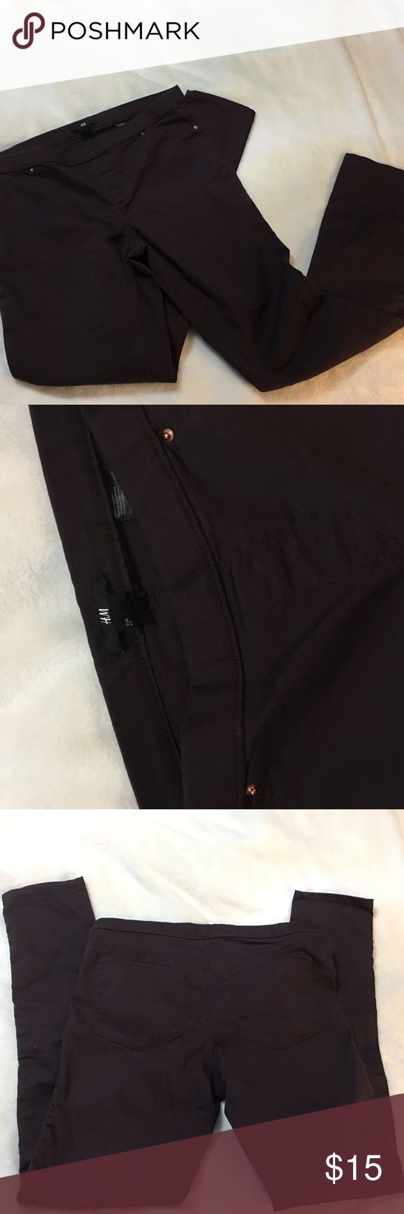 """H&M Stretch Pull On Skinny Pants H&M purple skinny stretch pants size 12 in excellent used condition.  No stains, tears or rips.  Please see pictures and ask any questions before purchasing.  Measurements: Waist: 16"""" Inseam: 30"""" H&M Pants Skinny"""