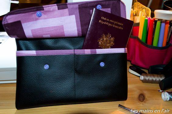 Tutoriel permettant de réaliser une pochette regroupant toutes les papiers d'un voyage avec compartiment pour les passeports et les cartes d'embarquement ainsi qu'une pochette zippée pour mettre la monnaie du pays étranger.