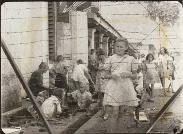 This photo of the open area surrounded by the jail cells was taken 5 weeks after the end of the War but before the arrival of British Troops to secure the Camp. Banjoebiroe 10 had turned into a voluntary prison with every family fending for itself.