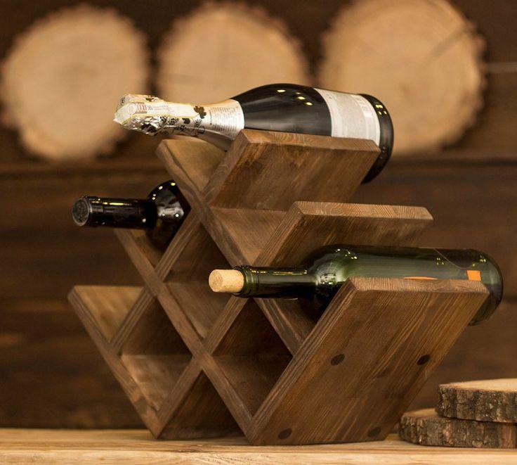 Soporte de vino de madera Estante para vino Decoraciones del hogar rústicas Estante para botellas de vino Bar y cocina Regalo para amantes del vino  **********************************************************************************  Un soporte lindo de madera para 8 botellas de vino. Naturalmente hermoso y práctico en la casa de los amantes del vino.  MATERIAL: madera de palisandro, pino, aliso, roble  DIMENSIONES: 42cm x 29cm x 20cm // 16.53 x 11.41 x 7.87  HechoEnUcrania  =&#...