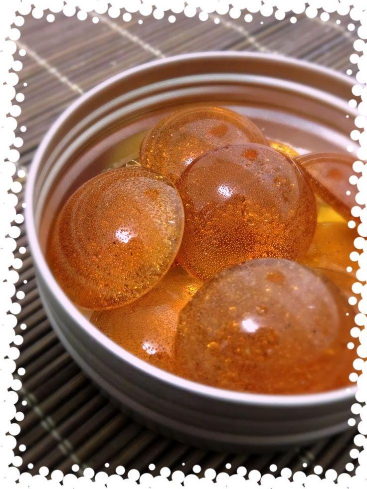 Pour cette nouvelle année, on commence par des bonbons miel citron. C'est la saison des maux de gorge alors on en profite ;)         Ingrédi...