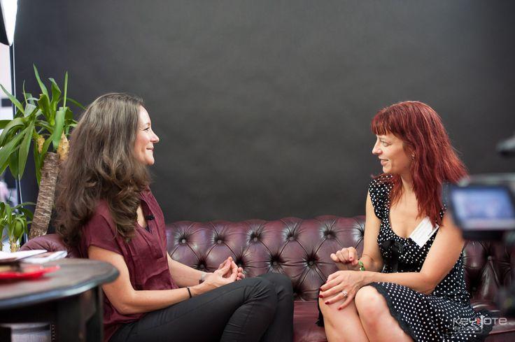 Interview med Paula Larrain. Dybde og skarphed og venlighed i en skøn indpakning.