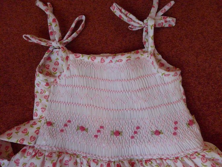Handgefertigte Kleider mit Stickerei, Gr. 116 Handgefertigte Kleider mit hübsche Stickerei