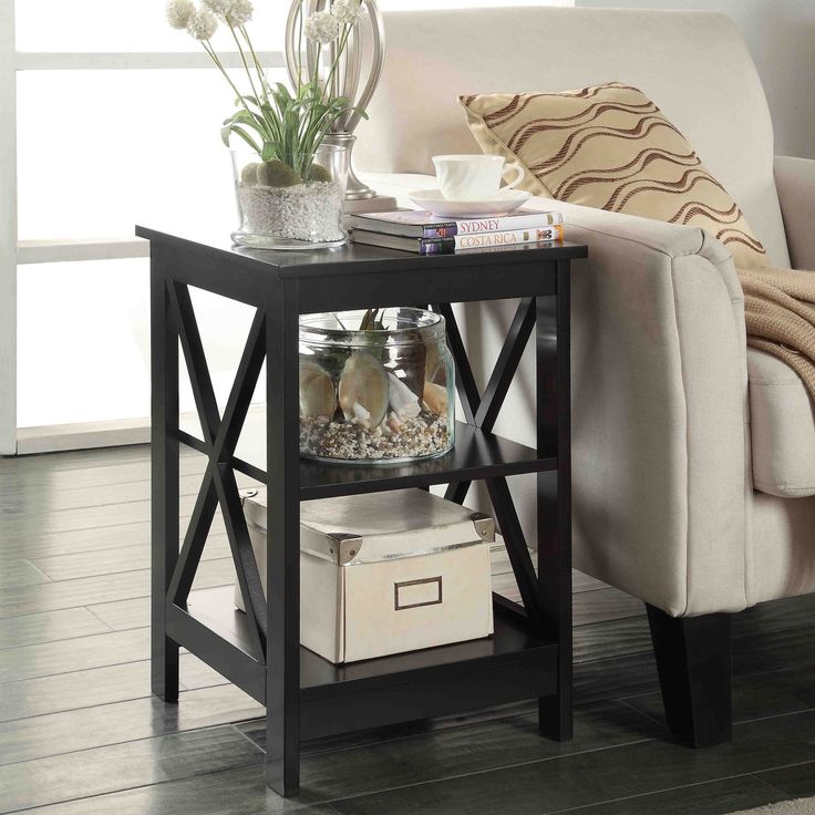 Complete your living room decor with this modern square end table.