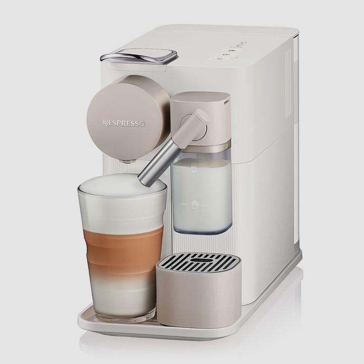 DeLonghi bringt mit derLattissima One einen neueKaffeemaschinefür das Nespresso-System. Dankkompakter Abmessungen, neuem Milchschaum-System und einem ziemlichattraktiven Äußeren dürfte das Gerät den Weg in viele Haushaltefinden. Wenn schon eine Kaffeemaschine mit Kapseln, dann wenigstens mit einem attraktivemÄußeren!Vor knapp einem Jahr kam … Weiterlesen