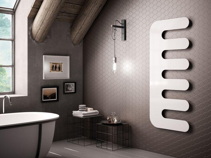 Scaldasalviette ad acqua calda in acciaio al carbonio a parete E-SIGN by CORDIVARI