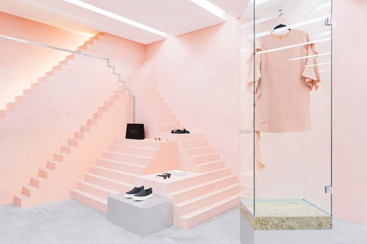In our treatment for the space, pink tones and height fluctuations along geometrical shapes compose a new style for the brand's interior design. With the use of various materials including metallic laminant and marble we were able to converse a fluency and depth feeling on to the physical space.