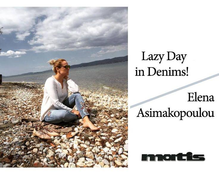 H Έλενα Ασημακοπούλου προτείνει το απόλυτο look για μια χαλαρή πρωινή βόλτα στη θαλασσα!