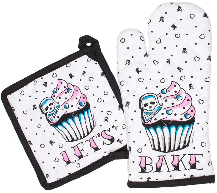 """What's cookin' good lookin'! Sourpuss has a kitschy & kampy kitchen set for all you sweet treat bakers! This set includes one pot holder & one oven mitte with a super sweet skull cupcake in the center surrounded by skulls, hearts & dots. ****PRE ORDER**** Made by Sourpuss Potholder - 7"""" by 7"""" ..."""