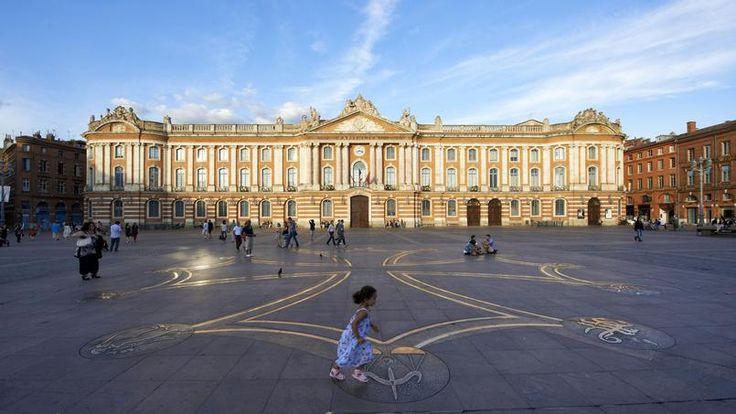 Toulouse. Le Capitole, monument emblématique de la ville.