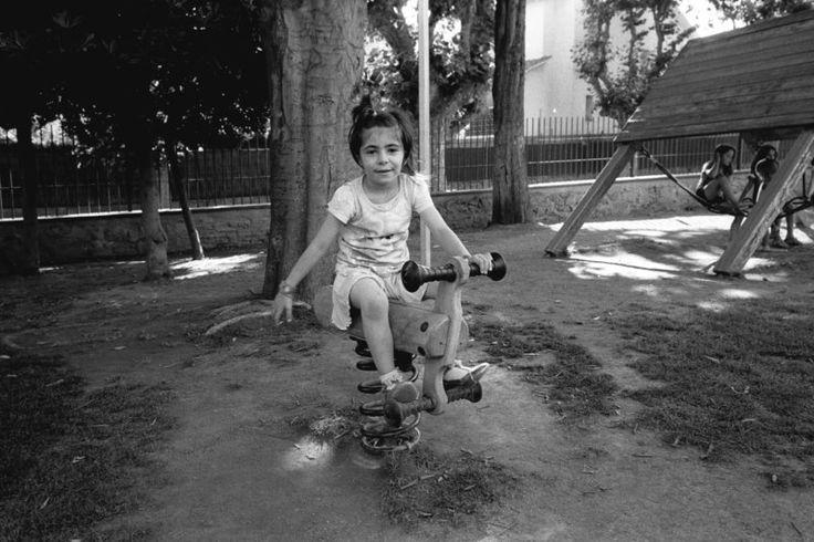 RAMÓN GRAU. Director of Photography: Felicidades abuelos . Vini . Vilassar de Dal , junio de este año . ContaxG2.TriX