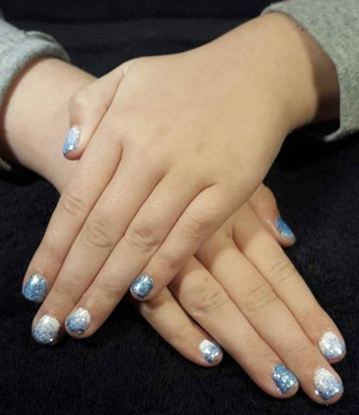 So Frozen I have already admitted my unnatural obsession with the movie Frozen… #thingstodowithkids #blog #blogger #activitiesforkids #ideasforkids #parenting #nails #frozen
