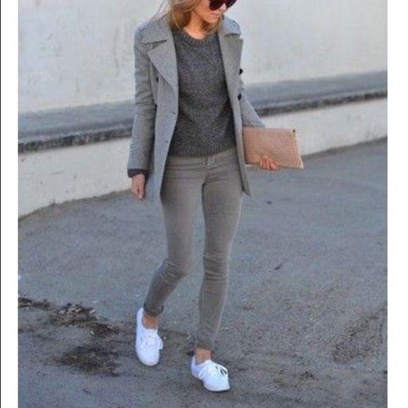 sketchers women shoes. white sneakers/tennis shoes by sketchers size 7 women
