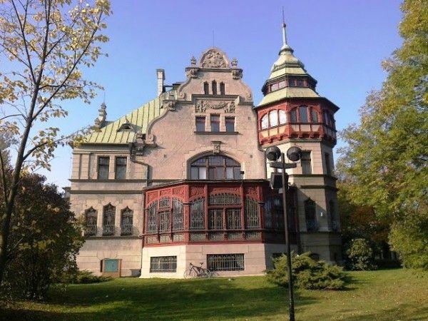 Willa Reinholda Richtera w Łodzi wzniesiona w latach 1903-1904, według projektu architekta Ignacego Stebelskiego. Obecnie siedziba rektoratu Politechniki Łódzkiej.