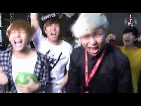 BTS  cantando chistoso