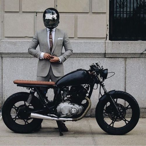 Suit. Tie. Bratty bike. Mais