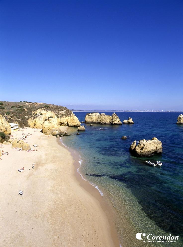 Gouden stranden met fijn zand, oude vissersdorpjes, kleine knusse straatjes en trendy barretjes en discotheken zijn allemaal terug te vinden in de Algarve. Als u verzekerd wilt zijn van mooi weer, een vriendelijke bevolking en eeuwenoud cultureel erfgoed, dan is een goedkope vakantie naar Portugal voor u de beste keus!