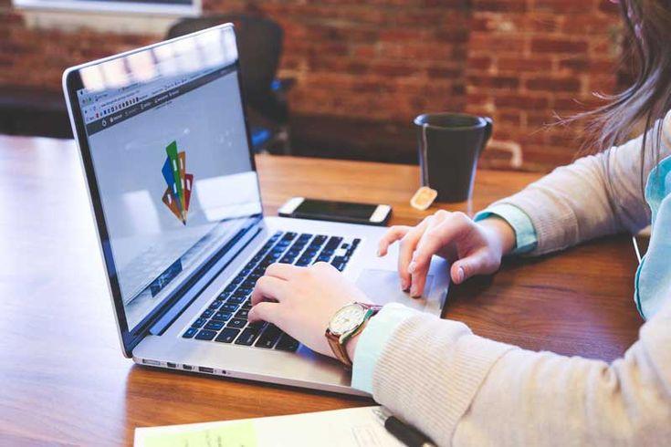 In era digitala, webdesignerul este un factor esential al Internetului si al noilor formate digitale.  Webdesigner-ul trebuie sa aiba o cunoastere perfecta a  normelor web precum: ergonomia, referinta, tehnicile de editare, etc. https://reclamapetelefon.ro/care-sunt-calitatile-unui-web-designer/