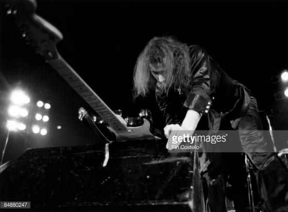 USA Photo of DEEP PURPLE and Ritchie BLACKMORE of Deep Purple performing live onstage smashing guitar against monitor speakers on US tour