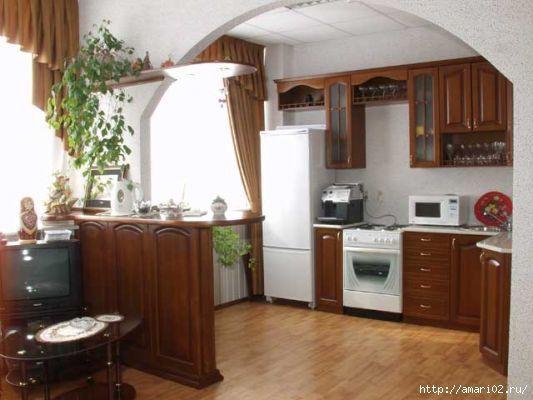 No me gusta el estilo de los muebles, pero me quedo con la idea del arco en la separación cocina/comedor, justo donde iría la barra...