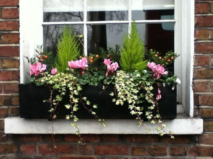 Les 25 meilleures id es de la cat gorie balconni res d 39 automne sur pinterest jardini res - Fixer jardiniere rebord fenetre ...