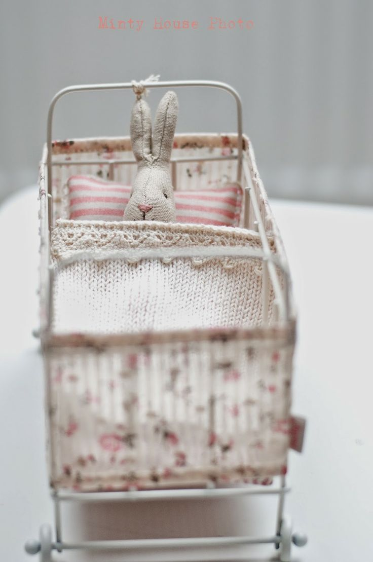 Minty House Blog. Could make this out of wired paper string.