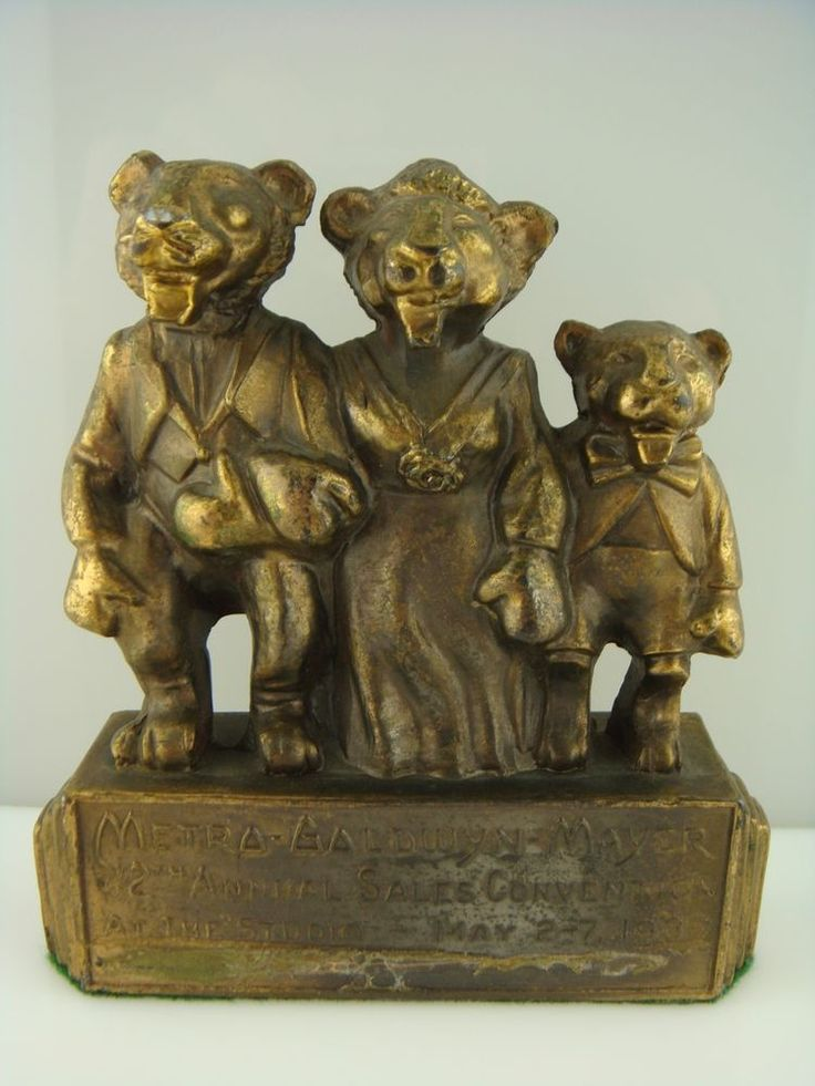 EXTREMELY RARE 1937 METRO-GOLDWYN-MAYER LION FAMILY PAPERWEIGHT