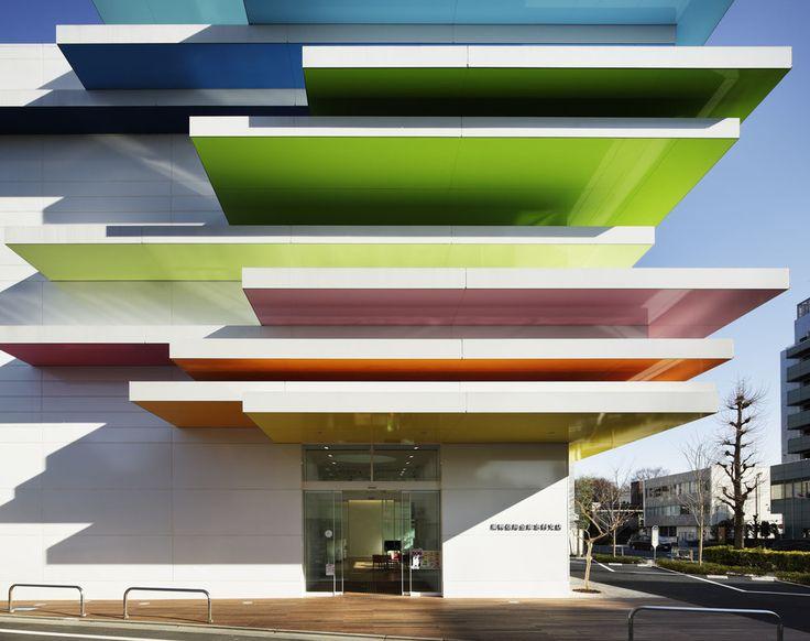 Sugamo Shinkin Bank Shimura Branch | Arq. Emmanuelle Moureaux | Foto: Daisuke Shima / Nacasa & Partners