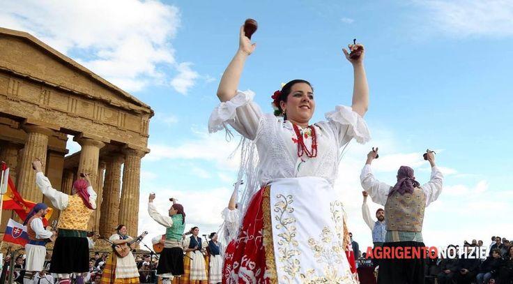 """<p>Sagra del mandorlo 2016, lo spettacolo nella Valle <span class=""""photo-credit"""">Foto da: Sagra del mandorlo 2016, lo spettacolo nella Valle</span></p>"""