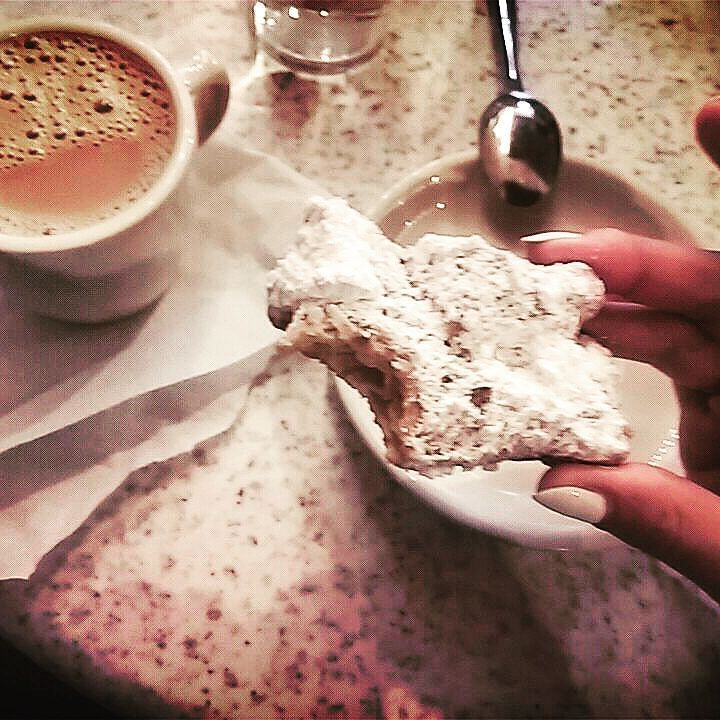 There is a #beignet underneath this tone of powdered sugar. Still worth it!  #neworleans #nowyorlean  #luizjana #nola #frenchquarter #decaturstreet #usa #louisiana #igersneworleans #iloveneworleans #cafedumonde #lifeisgood by iga_robi_zdjecia