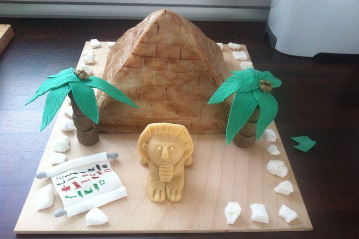 Pyramiden-Torte für Kindergeburtstag backen