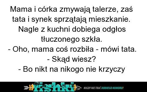 Mama i córka zmywają talerze - Fishki.pl