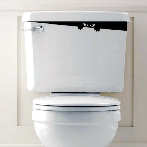 Mostro nel WC Bagno - Wallsticker - Bu bu… settete! Occhi cattivi e artigli pronti a graffiare. Che paura quel gabinetto, qualcuno si affaccia da sotto il coperchio dello sciacquone. Un essere...