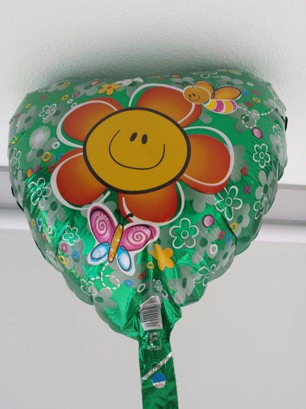 21 mei 2014. Van mijn Friese vrienden kreeg ik deze hilarische hartjesvormige heliumballon met vlinders om me veel woonplezier te wensen in mijn nieuwe appartement. Vanmiddag was hij ineens weg. Hij had kennelijk uit zichzelf de weg naar buiten gevonden. Geinig toch?