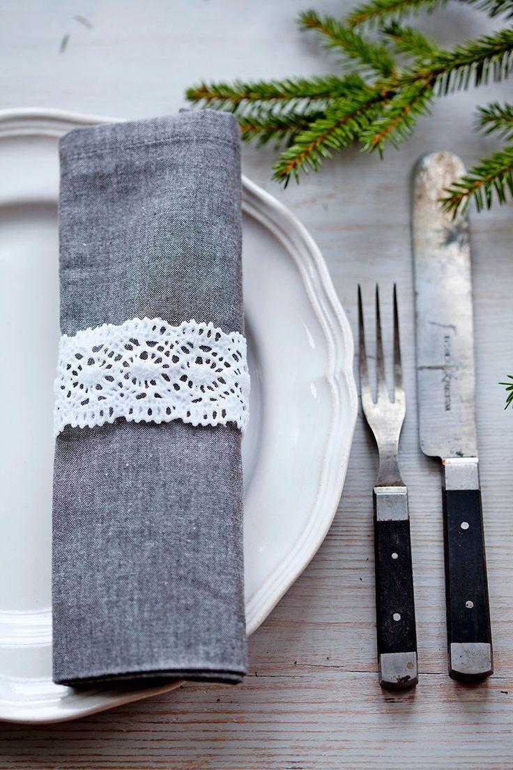 Julpyssel 22: Gör söta servettringar av spetsband