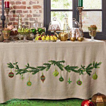 une nappe brod e de branches de no l xmas stitch and craft. Black Bedroom Furniture Sets. Home Design Ideas