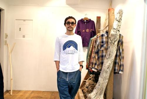 【TORTUGA5周年記念コラボアイテム】  デザイナーの出身地である奄美大島の伝統工芸「泥染」をブランドモチーフとし、日本から世界へ唯一無二のアウトドアスタイルを提案していく日本発アウトドアブランド【devadurga(デヴァドゥルガ)】とセレクトショップTORTUGAのスペシャルコラボレーションアイテムになります!!    http://www.tortuga-amami.com/?mode=srh=n==TTG5th