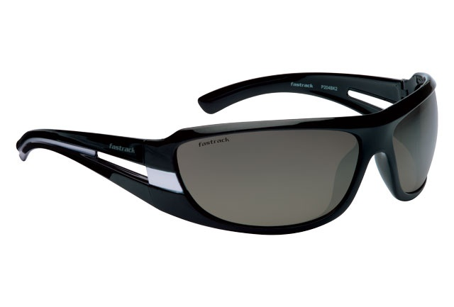 A sporty wrap with bright and active looking temples and black lenses for true colour transmission. Eye Sport from Fastrack http://www.fastrack.in/product/p204bk2/?filter=yes=india=2=23&_=1334213664321