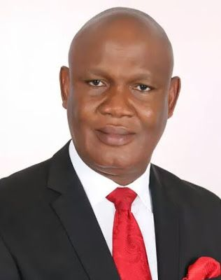 THE FORCES EPHRAIM INYANG   By Osondu Ahirika  The Honourable Commissioner for Works Akwa Ibom State Mr Ephraim Inyangeyen is on the cross. The crucify him mob is getting noisier and are lobbying for more support. This will be my second epistle on why they are all out to cut Ephraim Inyang down by all means.  Actually I do not envy this man whose straightforward honest and open door approach is deemed politically incorrect by his foes. Who are those against Ephraim inyang? Why is there a…