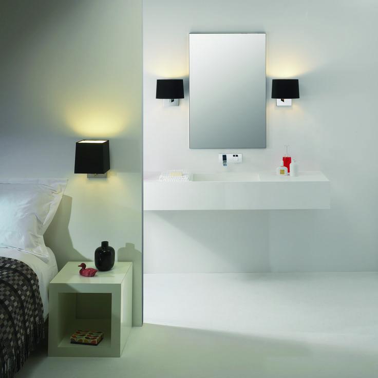 Kinkiety Azumi brytyjskiego producenta Astro Lighting można montować zarówno w sypialni, jak i po zastosowaniu w łazience.