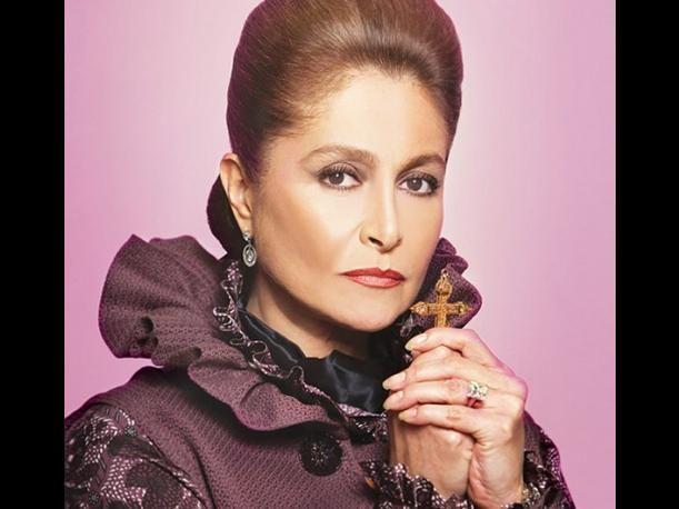 La reconocida actriz Daniela Romo está de cumpleaños, y para celebrarla, conoce un poco más sobre su trayectoria en las telenovelas y en la música.