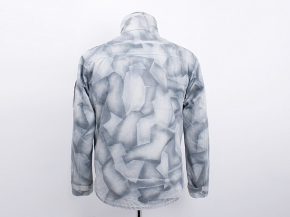 stone-island-painted-camo-jacket-03