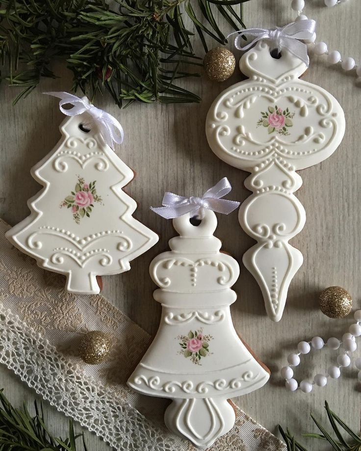 "2,870 Likes, 44 Comments - Mezesmanna (@mezesmanna) on Instagram: ""Gingerbread ornaments #gingerbread #christmas #ornaments #mezesmanna #handpainted #rose #handmade…"""
